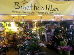 Binette et filles - fleurs - jardin